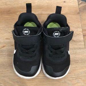 Nike free rn black toddler size 7 US